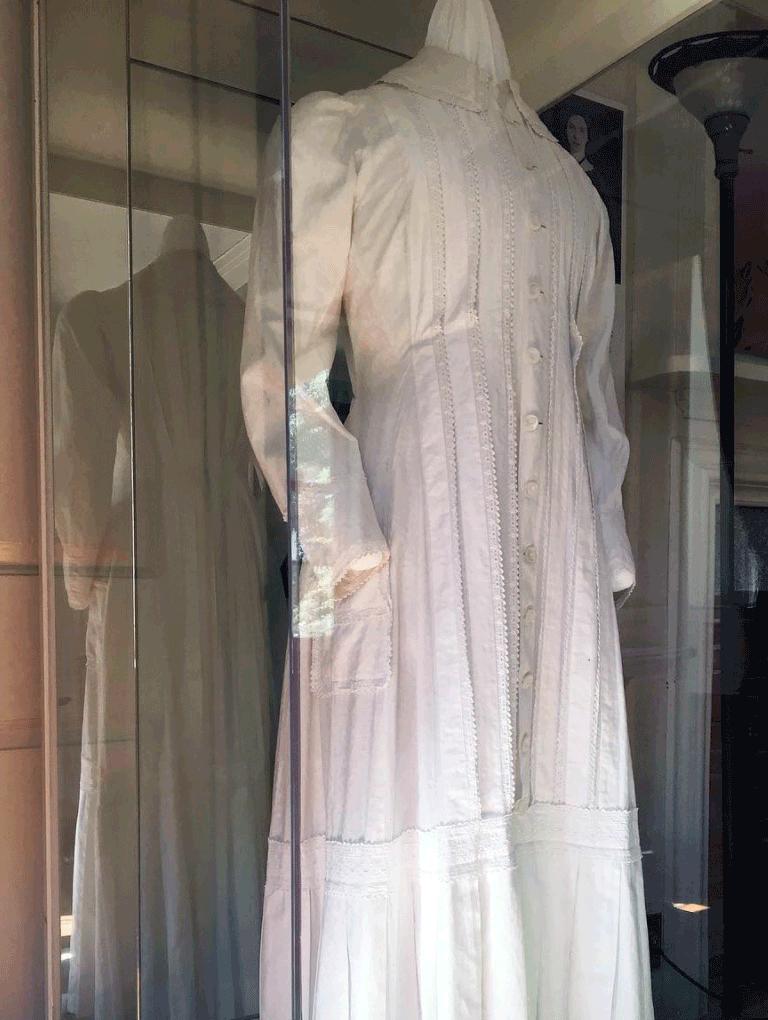 Emily Dickinson's dress